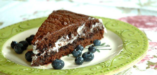 Moist Chocolate & Cream Cake (Vegan)
