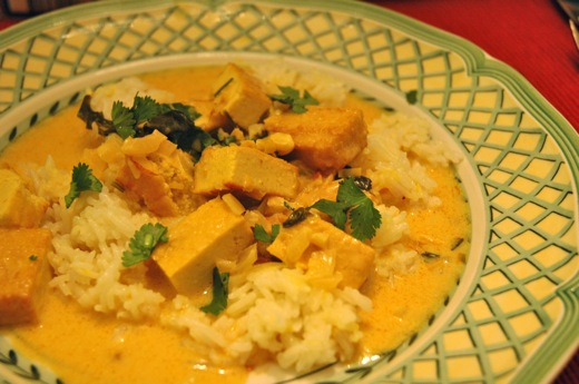 Tofu in coconut sauce with rice