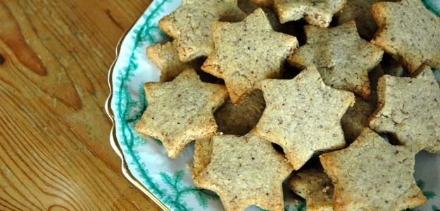 Crumbly Christmas Cookies (Vegan)