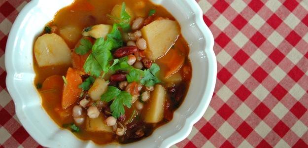 Chunky Bean And Potato Soup (Vegan)