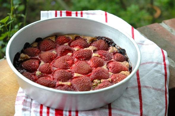 ... and a sugar-free banana strawberry cake