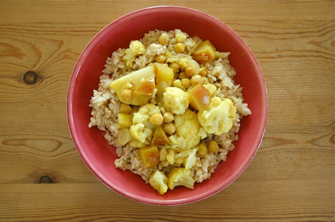 Cauliflower Curry With Apples & Chickpeas