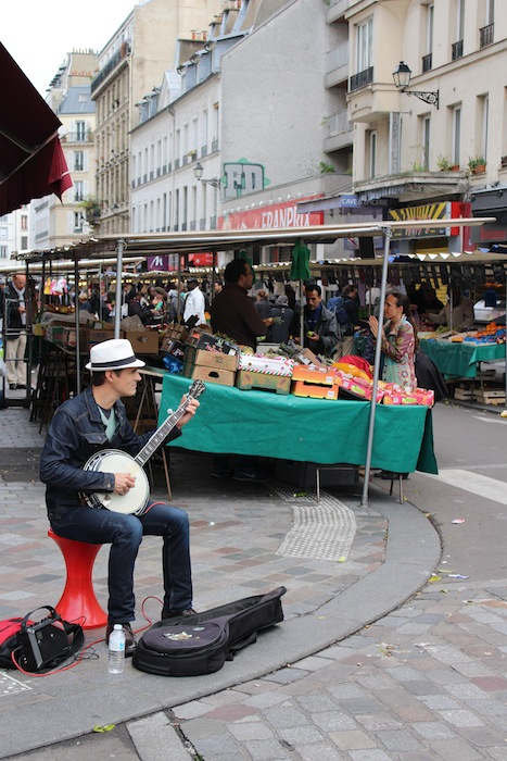Street musician at the Aligre market