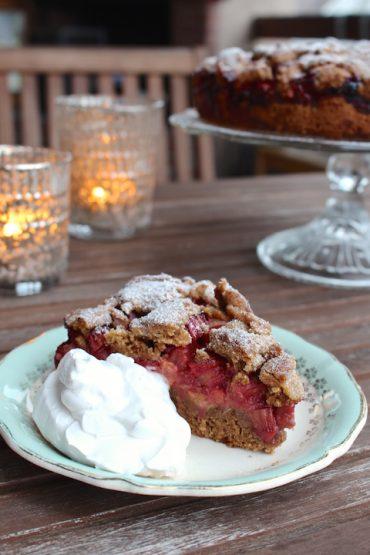 vegan rhubarb crumble cake