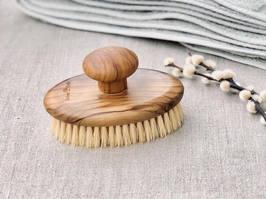 dry brushing brush