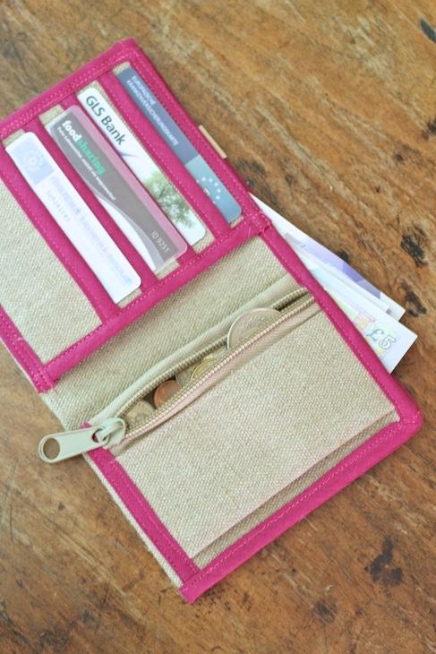 Denkefair wallet inside